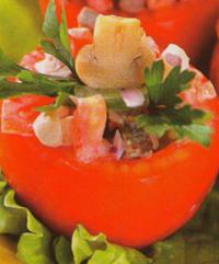 Помидоры, фаршированные грибным салатом.