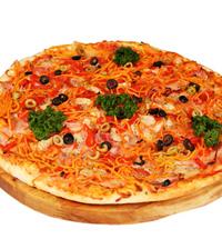 Пицца с курицей и майонезом.