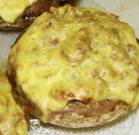 Шампиньоны, фаршированные сыром.