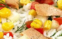 Рыбный салат с кукурузой.
