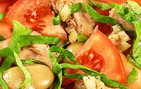 Рыбный салат с фасолью.