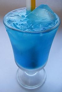 """Коктейль """"Голубая лагуна""""."""