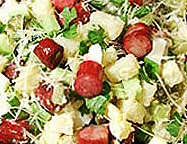 Картофельный салат с сосисками.